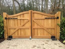 Advantages and disadvantages of installing wooden driveway gates